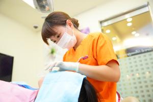治療前には歯周病治療を行います